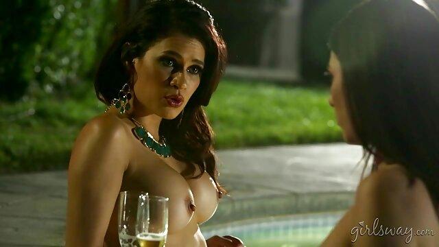 Enfermera asiática muestra su videos hentai en español hermoso cuerpo