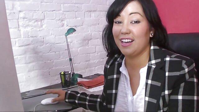 Una sexy mujer de gran videos pornos sub español culo le dio una mamada a su amado novio, y luego con mucho gusto sustituyó su agujero por la cópula vaginal.