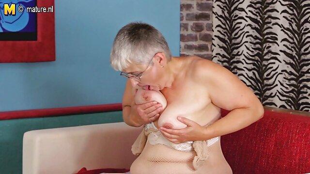 Joven rubia hace una mamada de garganta dura subespañol xxx y lame el esperma