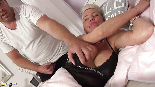 La chica ni siquiera sospecha hentai subtitulado que su marido está filmando todo