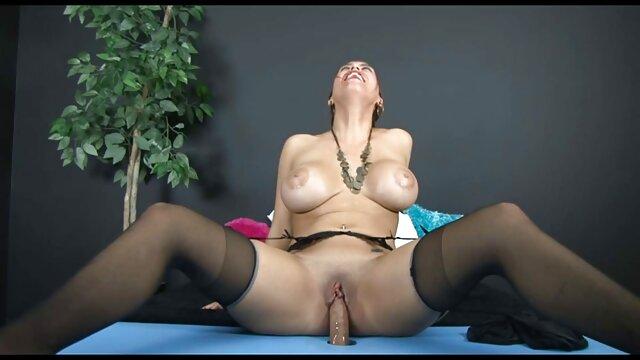 Rubia delgada de coño depilado folla en españolas viejas follando anal
