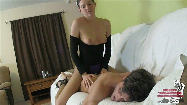 Bonita latina de rodillas chupando polla ver peliculas porno gratis en español