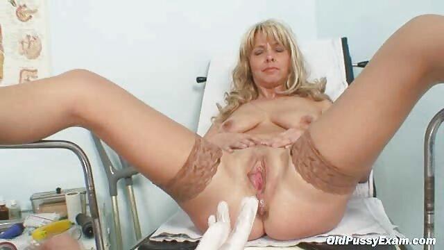 Abuela cachonda videos porno nuevos en español tiene un orgasmo bajo un macho caliente